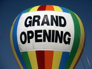 Grand opening ballon sign